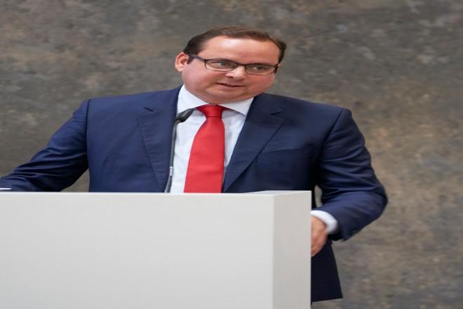 Oberbürgermeister Thomas Kufen bei der Begrüßung zur Pressekonferenz lit.RUHR. Foto: Heike Kandalowski, lit.RUHR