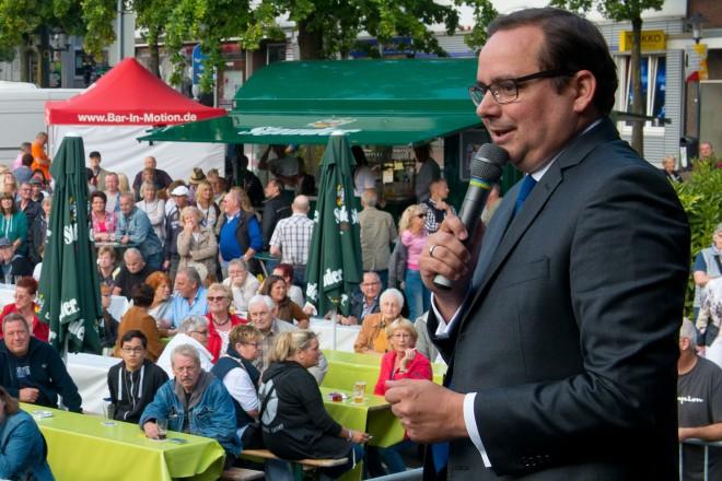 Oberbürgermeister Thomas Kufen eröffnet das Borbecker Marktfest.