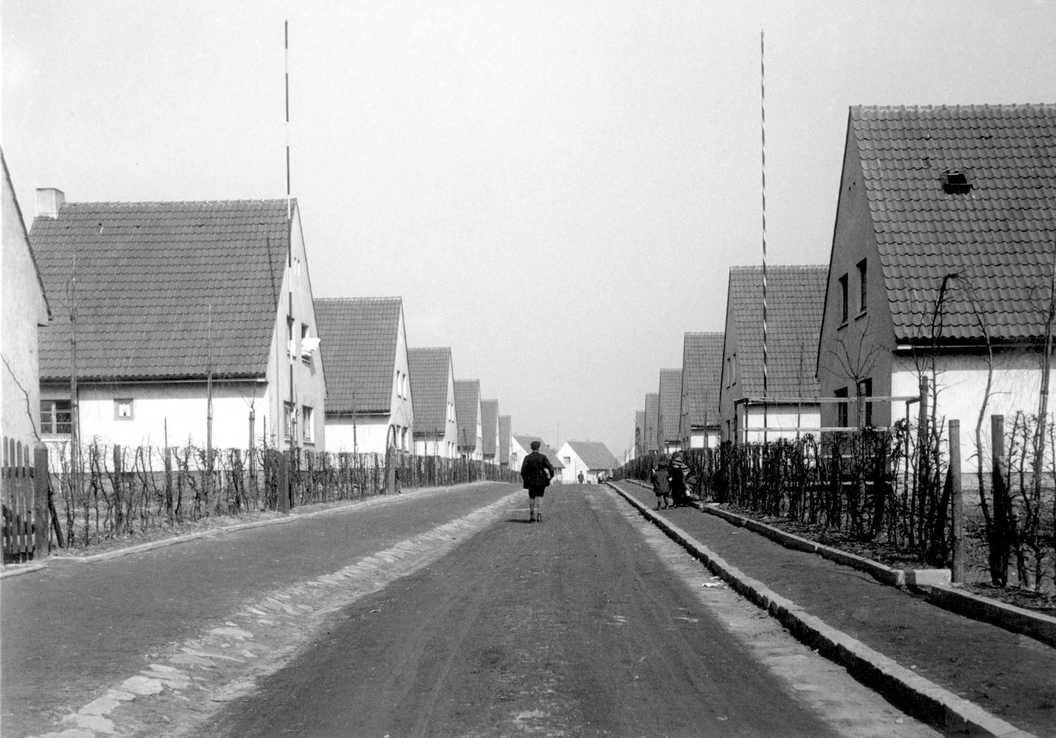Am 01. September 2017 feiert die Siedlergemeinschaft ihr 85jähriges Bestehehen. Das Foto zeigt die Siedlung zwei Jahre nach ihrer Ferigstellung im Jahre 1934. Foto: Stadtbildstelle Essen/Archiv Ruhrmuseum