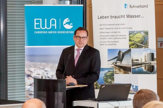 """Oberbürgermeister Thomas Kufen bei der EWA-Konferenz """"Bathing in the City"""" beim Ruhrverband."""
