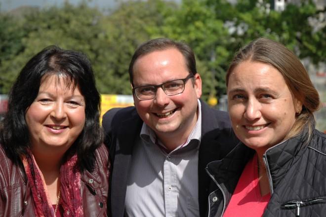 Eröffnung des Kettwiger Brunnenfest Oberbürgermeister Thomas Kufen mit den Organisatorinnen Silvia Schöne und Annette Haas