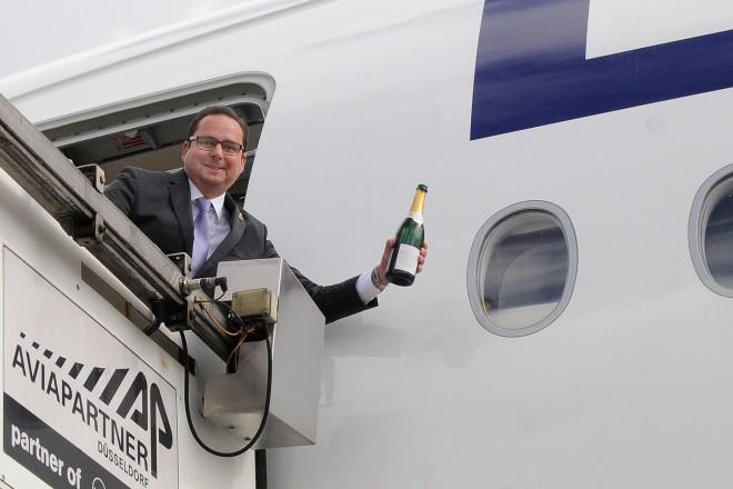 Oberbürgermeister Thomas Kufen tauft den neuen Airbus A350 -900 der Lufthansa auf den Namen ESSEN.