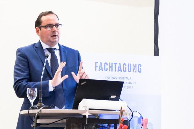 """Unter dem Titel """"Infrastruktur für unsere Zukunft"""" fand am 14. September 2017 im Ruhrturm die Fachtagung statt."""