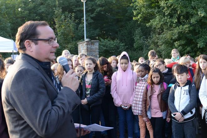 Oberbürgermeister Thomas Kufen begrüßt die Teilnehmerinnen und Teilnehmer der 26.Essener Waldjugendspiele