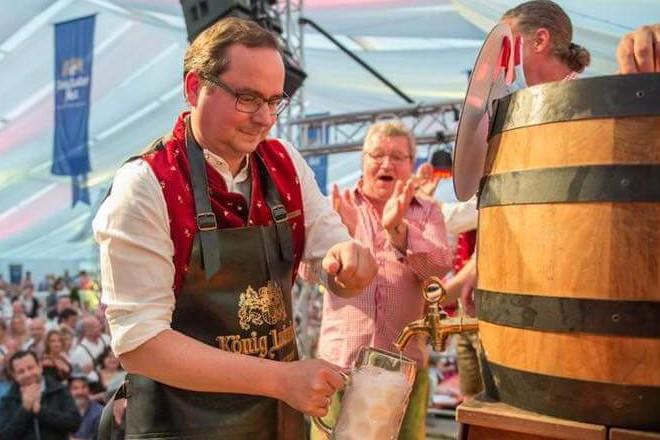 Oberbürgermeister Thomas Kufen eröffnet das Oktoberfest