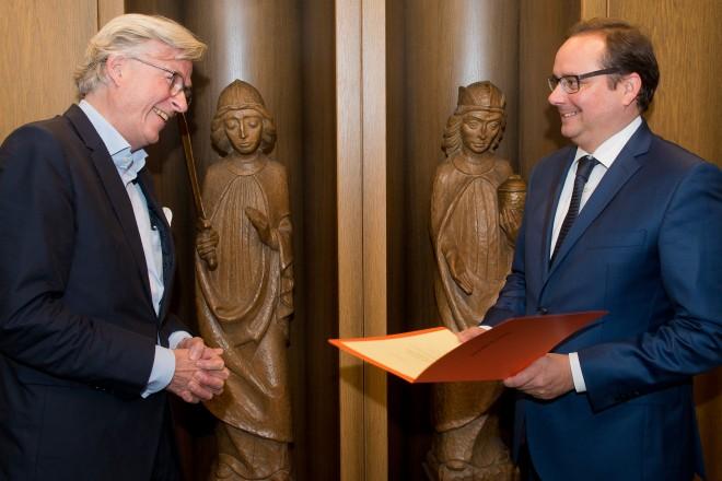 Oberbürgermeister Thomas Kufen verabschiedet Kustos Dr. Mario-Andreas von Lüttichau in den Ruhestand.
