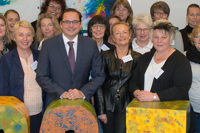 Oberbürgermeister Thomas Kufen begrüßt die Teilnehmerinnen des interkommunalen Frauenaustausches der Gleichstellungsstellen.