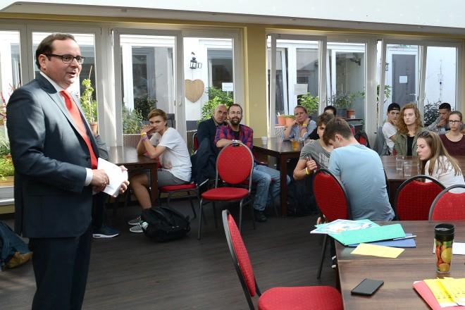 "Oberbürgermeister Thomas Kufen eröffnet das Schülerforum Europaschulen "" Grüne Stadt der Zukunft "" im Unperfekthaus"
