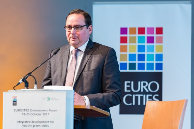 Obbürgermeister Thomas Kufen eröffnet das Environment-Forum.