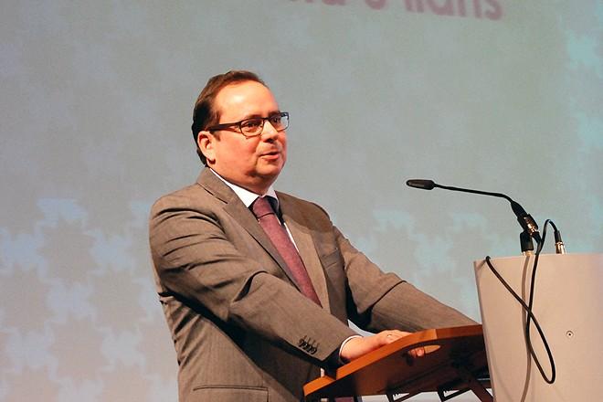 Oberbürgermeister Thomas Kufen spricht Grußworte anlässlich der Feierlichkeiten der Bahai- Gemeinde NRW
