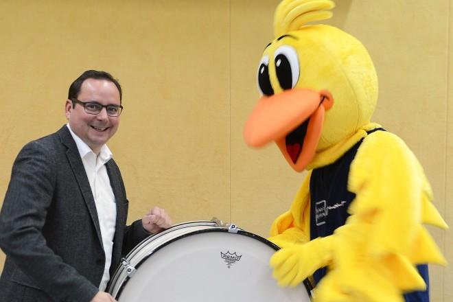 Oberbürgermeister Thomas Kufen eröffnet zusammen mit dem Ferienspatz die VKJ Herbstferientour