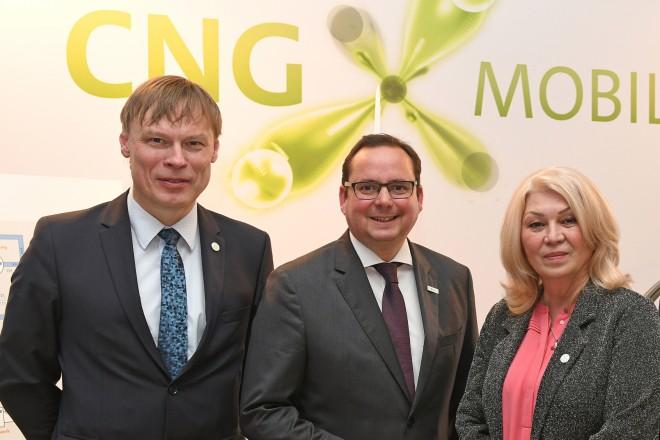 CNG Mobility Days. V.l.n.r.: Dr. Jens Andersen (Volkswagen Konzern, Konzern-Beauftragte für Erdgasmobilität), OB Thomas Kufen, Emilia Hußmann (Folkwang Agentur, Geschäftsführerin) und Dr. Jörg Bergmann (Open Grid Europe, Sprecher der Geschäftsführung)