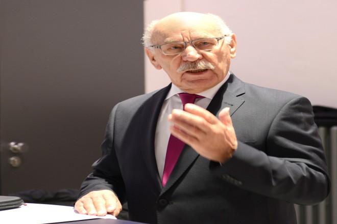 Bürgermeister Rudolf Jelinek begrüßt die Teilnehmer bei der Veranstaltung Meet2Work