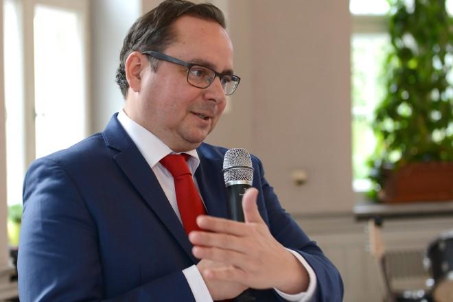 15 Jahre Anneliese Brost - Stiftung Oberbürgermeister Thomas Kufen begrüßt die Gäste im Kinderheim der Funkestiftung