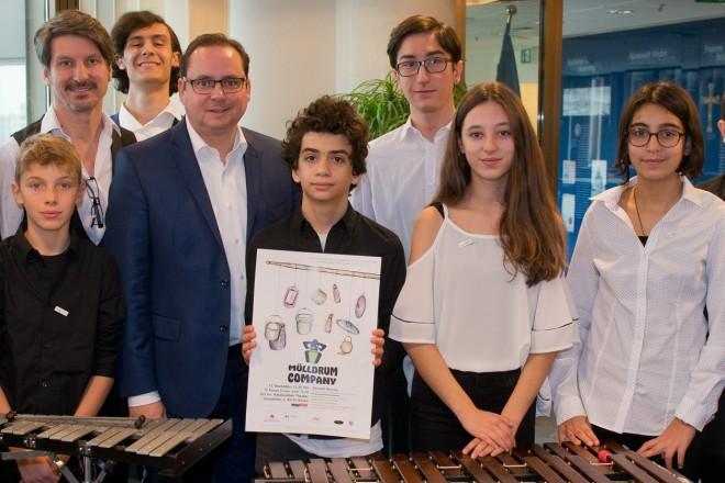 """Oberbürgermeister Thomas Kufen empfängt die türkische Musikergruppe """"Mülldrum Company"""" im Rahmen des deutsch-türkisches Friedensprojektes im Essener Rathaus."""