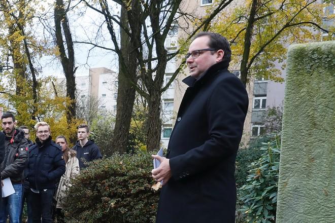 Oberbürgermeister Thomas Kufen auf der Gedenkfeier Essener KZ Opfer, die von Schüler der UNESCO Schule und des Viktoria Gymnasiums unterstützt wird