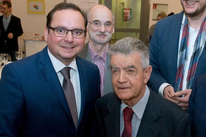 Die Eggers-Stiftung feier ihr 20 jähriges Bestehen. V.l.n.r.: Oberbürgermeister Thomas Kufen, Dr. Dieter Schartmann, Prof. Christian Eggers, Stephan Rinke, VHS und Beigeordneter Peter Renzel.