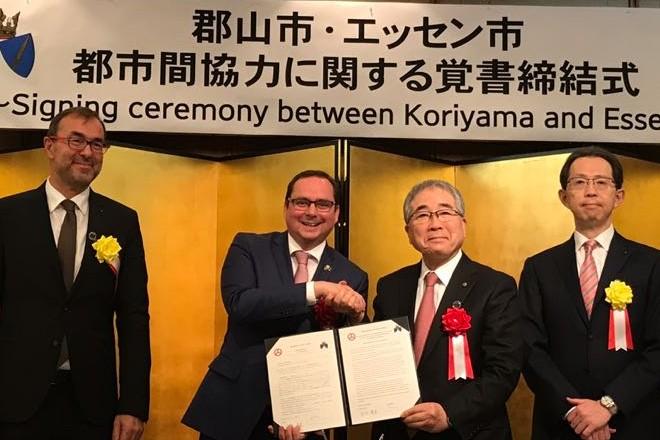 Essen und die japanische Stadt Koriyama wollen ihre Zusammenarbeit auf den Feldern der erneuerbaren Energien und der Medizin weiter vertiefen. Das haben Oberbürgermeister Thomas Kufen und sein Amtskollege aus Koriyama heute (1.12.) in einem sogenannten Memorandum of Understanding vereinbart.