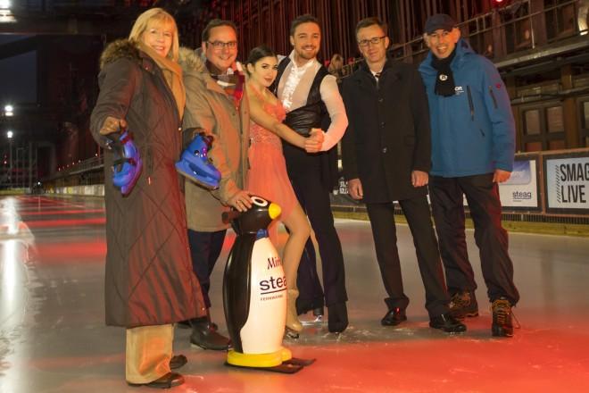 Von links nach rechts: Jolanta Nölle (Mitglied des Vorstands der Stiftung Zollverein), Thomas Kufen (Oberbürgermeister der Stadt Essen), Tatiana Kozmava (Eiskunstläuferin HOLIDAY ON ICE), Alexey Shumskyi (Eiskunstläufer HOLIDAY ON ICE), Michael Straus (STEAG Fernwärme GmbH), Uwe Loch (Teamleiter auf dem Eis, Stiftung Zollverein)
