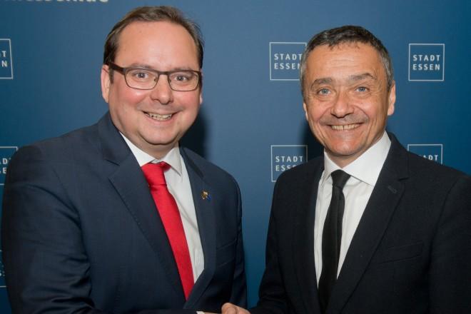 Oberbürgermeister Thomas Kufen verabschiedet den Direktor des Museum Folkwang, Dr. Tobia Bezzola.