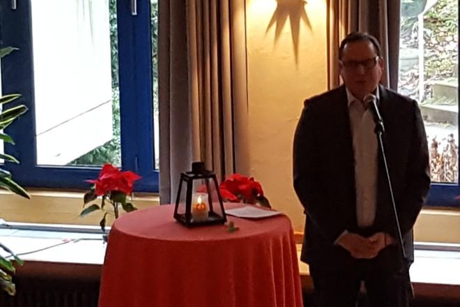Oberbürgermeister Thomas Kufen besucht Weihnachtsfeier für Wohnungslose