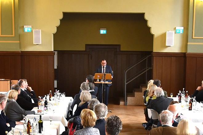 Oberbürgermeister Thomas Kufen spricht beim Neujahrsempfang von Bredeney aktiv