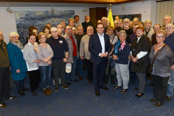 Oberbürgermeister Thomas Kufen begrüßt die ehrenamtlichen Mitarbeiter der Essener Tafel
