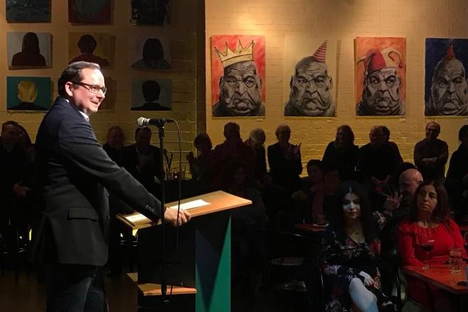 Oberbürgermeister Thomas Kufen beim Jahresempfang des Katakombentheaters.