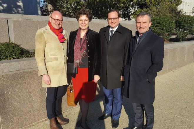 Oberbürgermeister Thomas Kufen im Austausch mit der Ministerin für Political Affairs der Deutschen Botschaft in Washington, Helga Margarete Barth.
