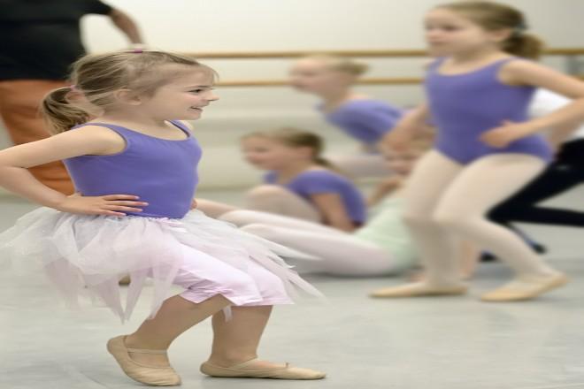 Foto: Kinder beim Tanzen