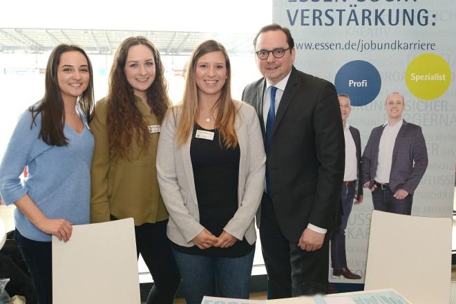 4.Job-und Weiterbildungsmesse im Stadion Essen Oberbürgermeister Thomas Kufen besucht den Informationsstand der Stadtverwaltung Essen