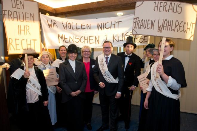 Oberbürgermeister Thomas Kufen beim Empfang zum Weltfrauentag in der 22. Etage des Essener Rathauses.