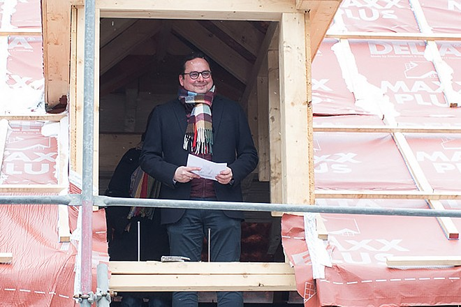 Oberbürgermeister Thomas Kufen beim Richtfest des Deilbachhammer-Ensemble.