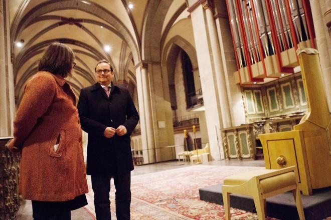 Mit einer lebendigen Geschichtsstunde durch 1000 Jahre Essener Frauenstift hat Oberbürgermeister Thomas Kufen am Dienstag eine neue Reihe mit besonderen Abendführungen im Essener Dom gestartet.