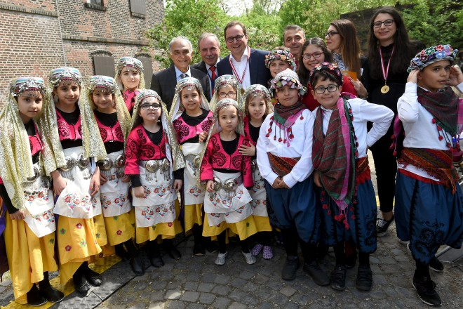Oberbürgermeister Thomas Kufen besucht das Kinderfest des LVR Lehrerverein Ruhr e.V. in der Zeche Carl