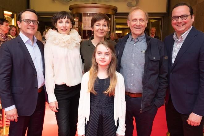 """Oberbürgermeister Thomas Kufen (rechts) bei der Premiere des Films """"Wer hat eigentlich die Liebe erfunden?"""" in der Essener Lichtburg."""