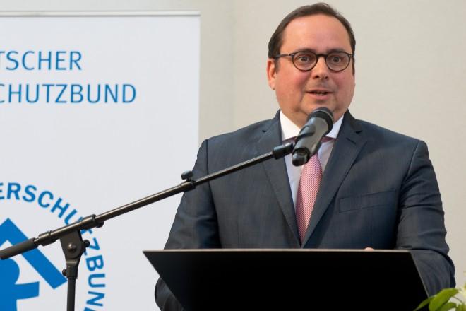 Kinderschutztage 2018 und Jubiläum zum 50jährigen Bestehen des DKSB-Ortsverbandes Essen. Oberbürgermeister Thomas Kufen richtet ein Grußwort an die Teilnehmerinnen und Teilnehmer in der Essener Kreuzeskirche.