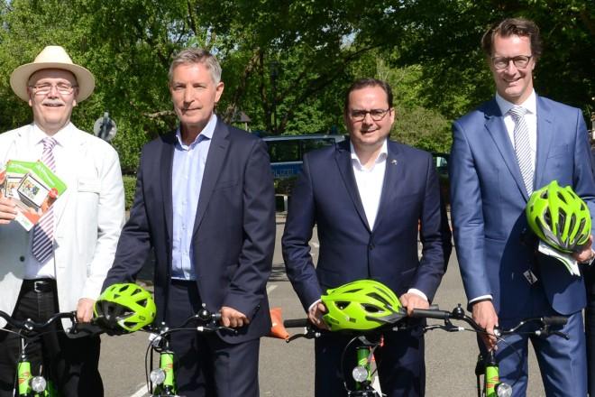 Übergabe neuer Fahrräder und Zubehör an die städtische Jugendverkehrsschule Gruga