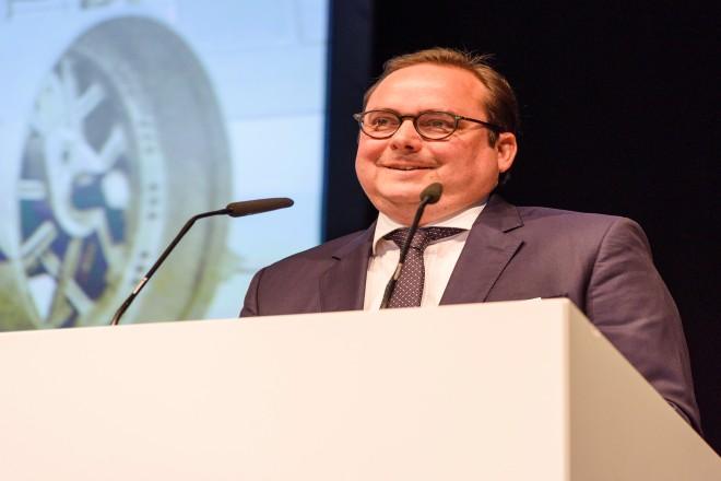 Oberbürgermeister Thomas Kufen gratuliert der Firma EUROVIA zum 100 jährigen Firmenjubiläum