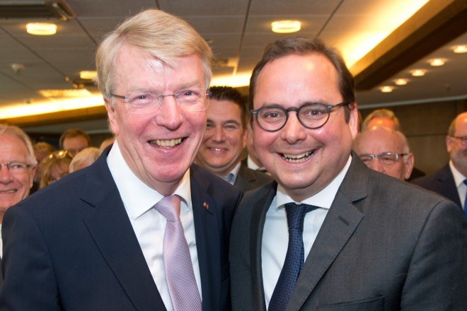 Anlässlich des 70. Geburtstages von Bürgermeister Franz-Josef Britz (links) lud Oberbürgermeister Thomas Kufen zu einem Stadtempfang in die 22. Etage des Essener Rathauses ein.