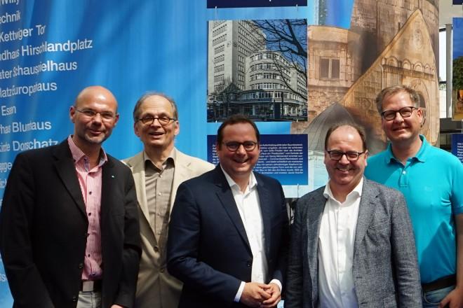 """Ausstellungseröffnung """"Der Weg der blauen Steine"""" zum Kulturpfadfest."""
