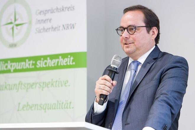 Oberbürgermeister Thomas Kufen eröffnet die 1. Essener Sicherheitskonferenz in der Messe Essen.