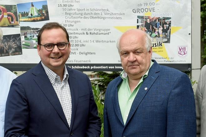 50 Jahre SG Schönebeck. Auf dem Foto: v.l.: Dirk Rehage (Aufsichtsrat), Klaus Diekmann (Gründungsmitglied), Oberbürgermeister Thomas Kufen, Willi Wißing (Geschäftsführer), Ulrich Meier (Vorstand).