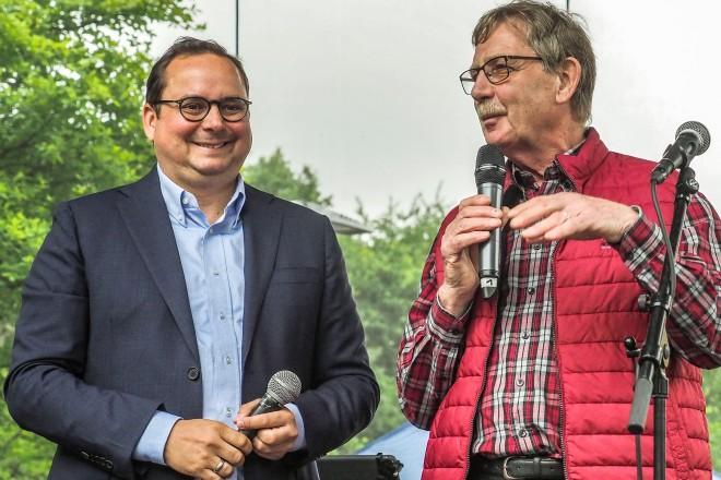 Zechenfest der Überruhrer Bürgerschaft. Oberbürgermeister Thomas Kufen (links) und Norbert Mehring, Vorsitzender der Überruhrer Bürgerschaft