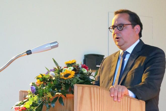 Oberbürgermeister Thomas Kufen gratuliert zum 60jährigen Bestehen des Ruhr-Kollegs