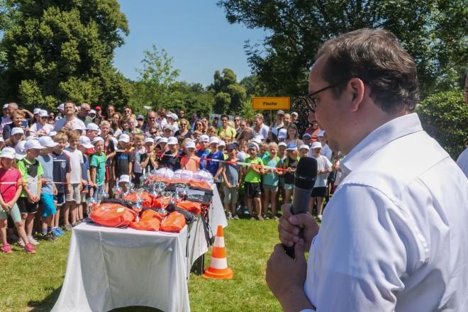 Oberbürgermeister Thomas Kufen bei der Siegerehrung der ETUF-Talentiade
