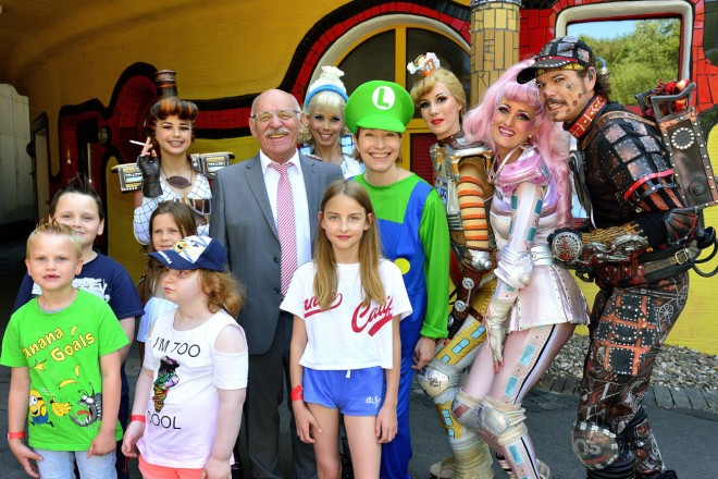 Bürgermeister Rudolf Jelinek besucht das Sommerfest im Ronald McDonald Haus