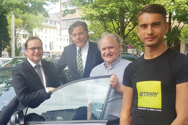"""Oberbürgermeister Thomas Kufen bei der Vorstellung der CarSharing Initiative """"Essen500""""."""