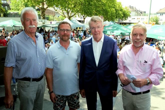 Bürgermeister Franz-Josef Britz besucht das Brunnenfest in Essen- Stoppenberg v.l.n.r : Willi Bock, Michael Bachor, Franz-Josef Britz und Franz B. Rempe