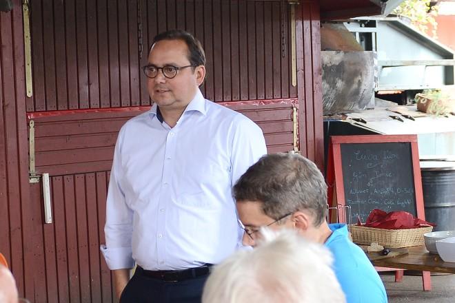 """Oberbürgermeister Thomas Kufen begrüßt die Teilnehmer des Seminars """" schicht im schacht- glückauf zukunft """""""